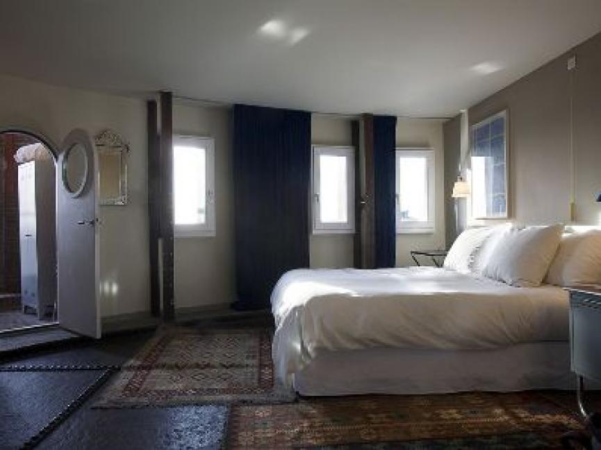 Villa Augustus Dordrecht, Oude watertoren verbouwd tot hotel
